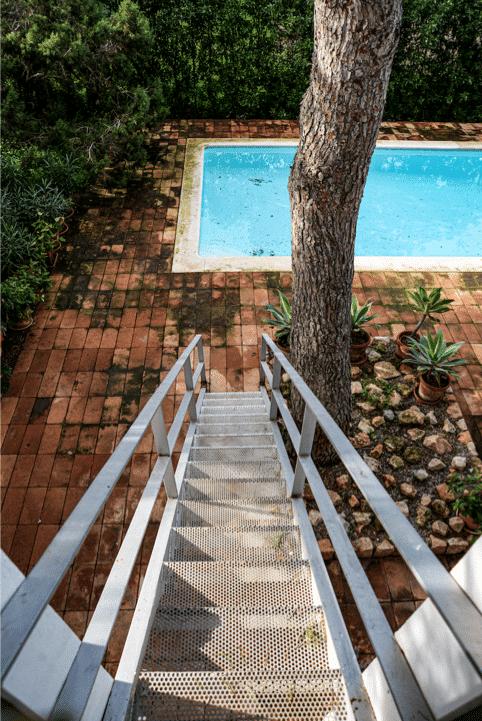 11 Treppe zum Pool aus OG